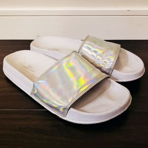 ♡ 2 for $10 ♡ // UO Holographic Pool Slides